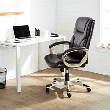AmazonBasics Büro-Chefsessel, Höhenverstellbar, mit hoher Rückenlehne - Braun - 7