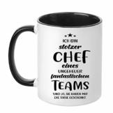 TassenTicker - ''Ich bin stolzer Chef eines ungeheuer fantastischen Teams'' - beidseitig Bedruckt - Kaffeetasse - Arbeit - Büro - Geschenkidee (Schwarz) - 1