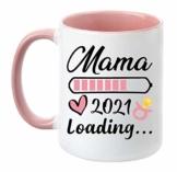 """TassenTicker - """"Mama Loading 2021"""" - beidseitig Bedruckt - Kaffeetasse - Geschenk - werdende Mutter - Schwangere - Baby - Geschenk Tasse (Rosa) - 1"""